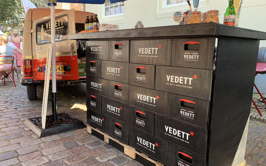 This image has an empty alt attribute; its file name is mobile-vedett-bar-op-chateau-voor-buren-1024x640.jpg