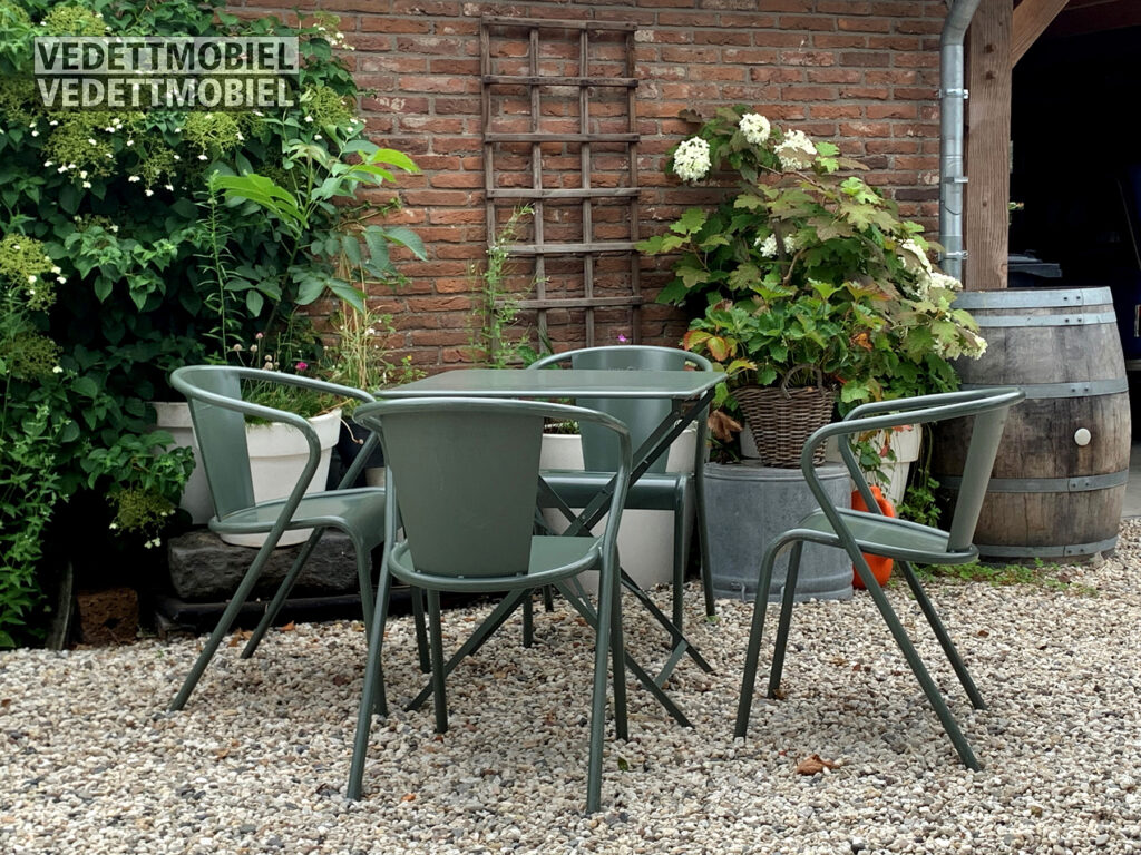 This image has an empty alt attribute; its file name is MB-Vedett-terras-groen-kuipstoel-1024x768.jpg