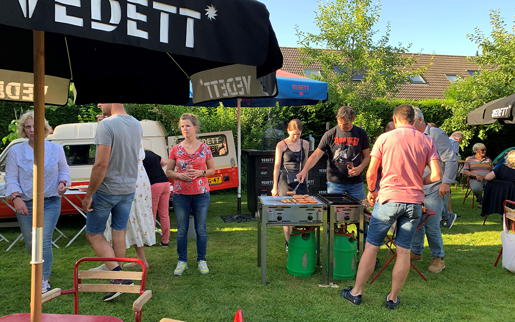 This image has an empty alt attribute; its file name buurt-bbq-001.jpg