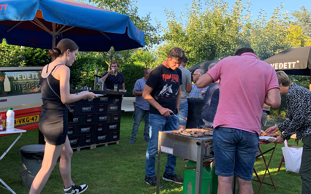 This image has an empty alt attribute; its file name buurt-bbq-003.jpg